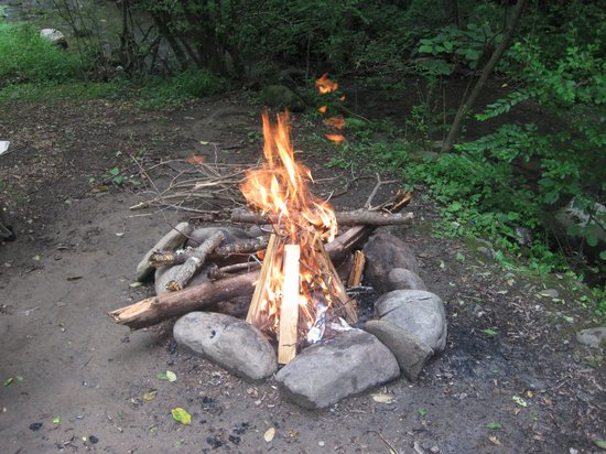 Imagination Mountain Camp-Resort: Campfire on site