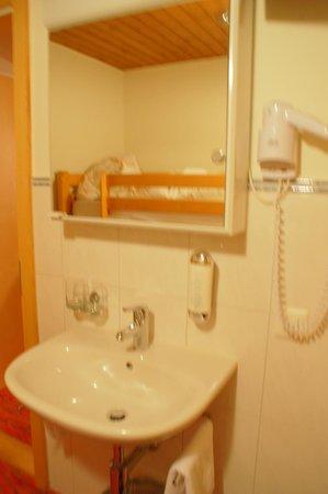 Hotel Turna: badezimmer