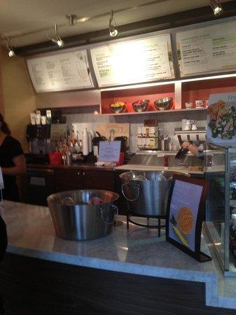 Courtyard Santa Rosa: The annoying breakfast system