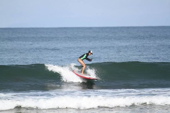 Vista Guapa Surf Camp: Catching a wave