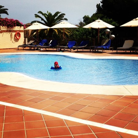 Don Carlos Leisure Resort & Spa: Swimming pool all to himself!!
