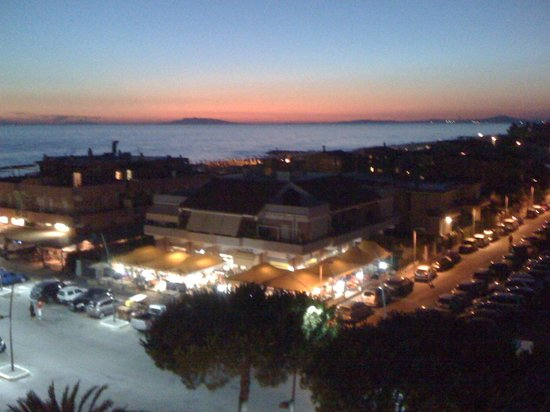 Grand Hotel Helios: Veduta dell'Argentario al tramonto,foto dalla mia camera