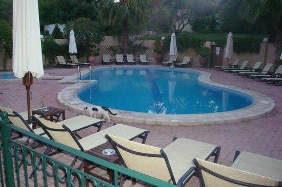 Pool - Aloni: .