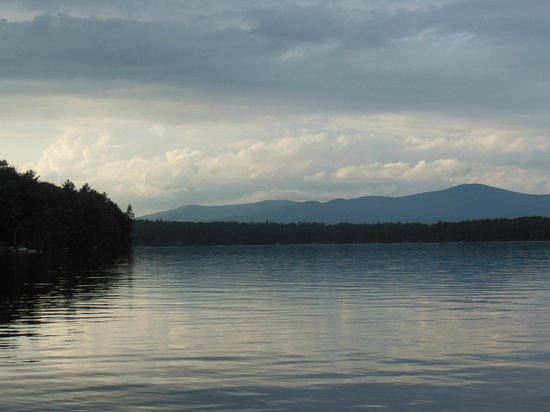 Pow-Wow Lodges & Motel: Sunset on Mirror Lake