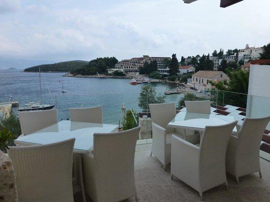 Hotel Korsal: Terrasse pour prendre son petit-déjeuner