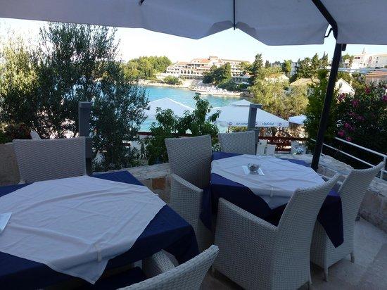 Hotel Korsal: Une autre vue de la ville sur la terrasse