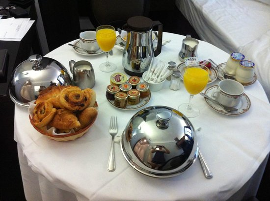 Hotel California Paris Champs Elysees: Breakfast in the Room