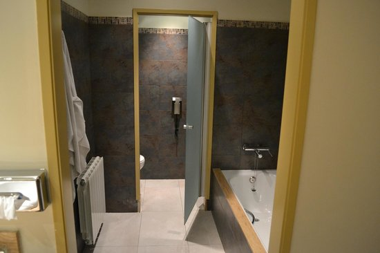 Barcelo Montserrat: Bath/WC