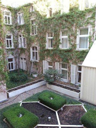Hotel Nassauer Hof: inside the building