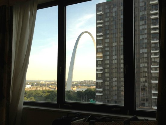 Hampton Inn - St. Louis Downtown at the Gateway Arch: 3/4 view of the Arch for price of a full view......