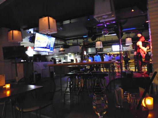 Faros Beach Pub: Inside bar area