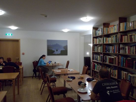 Husavik Cape Hotel: The breakfast facility with the library (great plus!); excellent wifi.