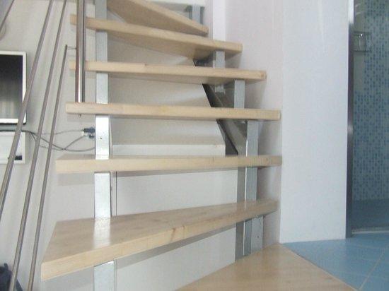 Garni Hotel Azur: scala interna che ti portava alla seconda camera da letto