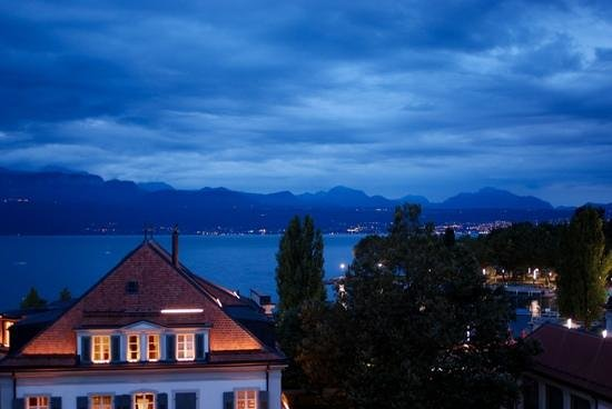 Angleterre & Residence Hotel: angleterre at night, evian across the water