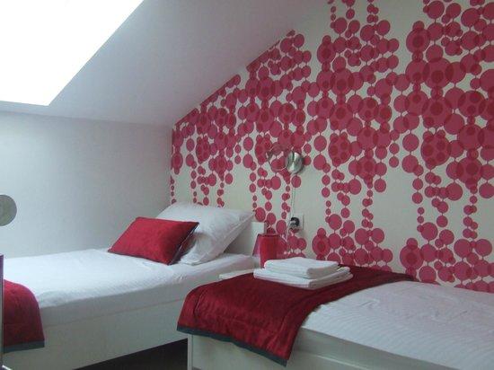 Garni Hotel Azur: seconda camera da letto mansardata