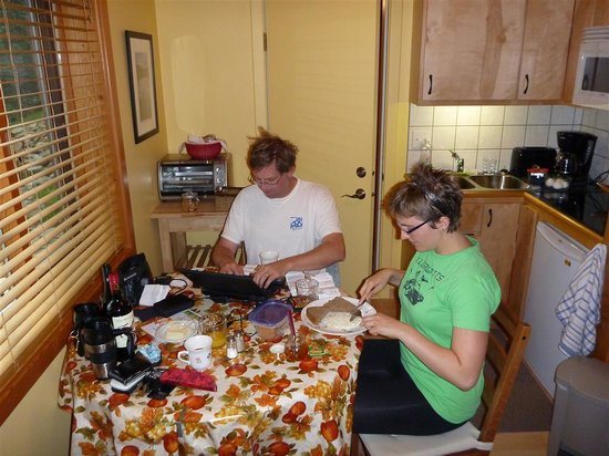 Bearberry Meadows Guest House: Breakfast in our kitchen