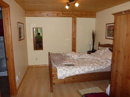 Bearberry Meadows Guest House: Our bed