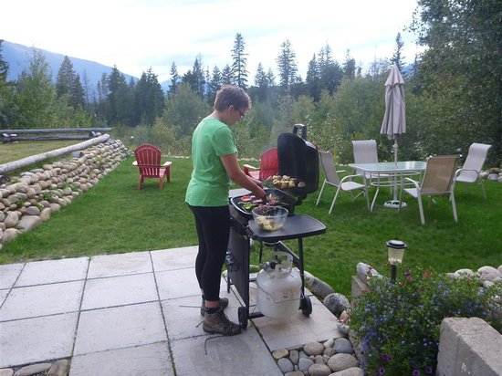 Bearberry Meadows Guest House: My daughter bbq'ing dinner