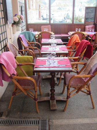 Le Bistro du Pot : Terrace on a chilly day