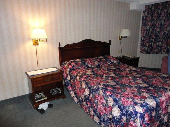 Travelodge Niagara Falls Bonaventure: bed