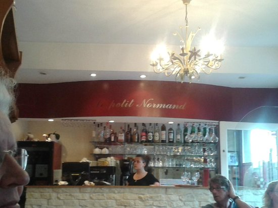 Le Petit Normand: Kijkje op de bar