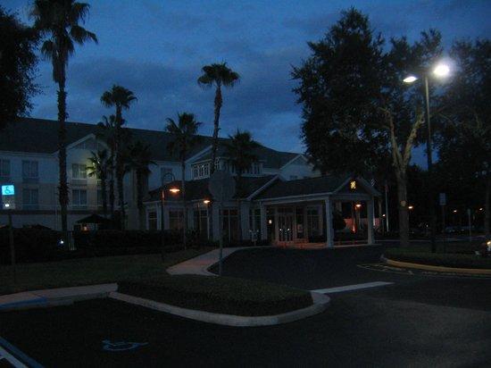 Hilton Garden Inn - Orlando North/Lake Mary: Outside at dawn
