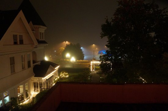 Huntingdon Manor Hotel : view from my room when the fog roled in