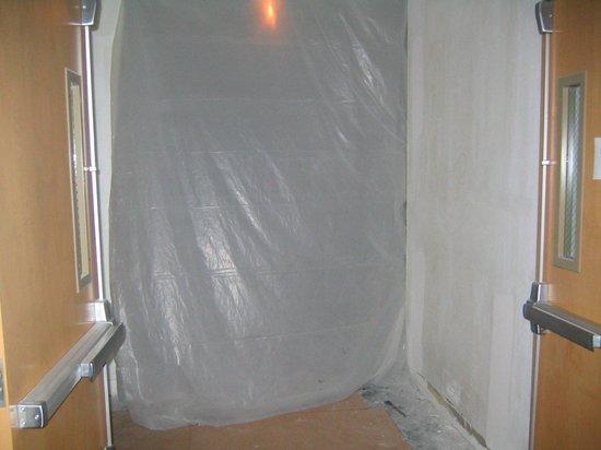Hilton Garden Inn - Orlando North/Lake Mary: Construction at elevator