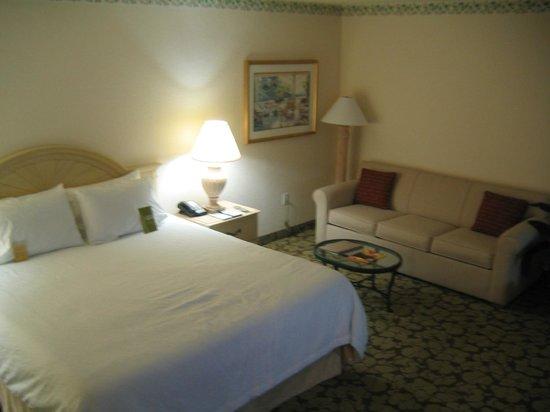 Hilton Garden Inn - Orlando North/Lake Mary: Upgrade Rm w/Couch