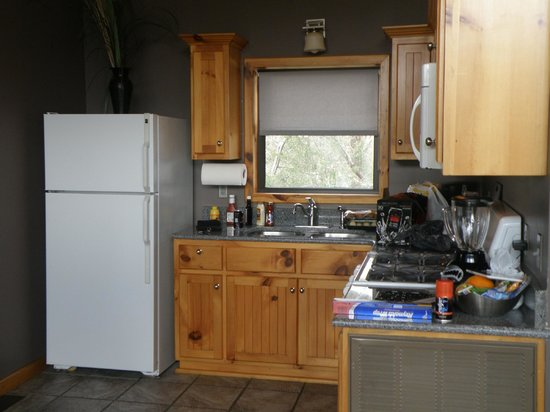 Beaver Lakefront Cabins: Our kitchen