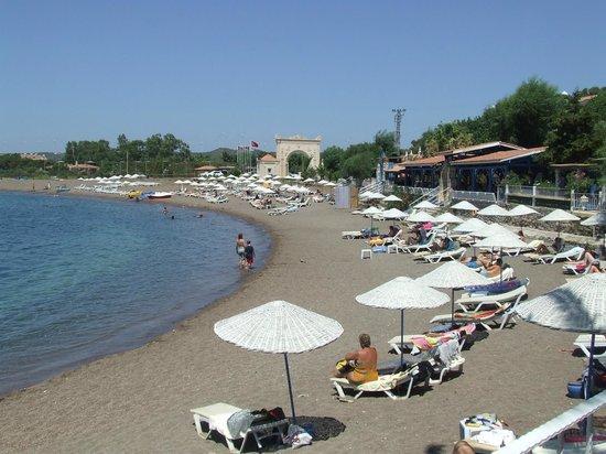 Perili Bay Resort Hotel: beach