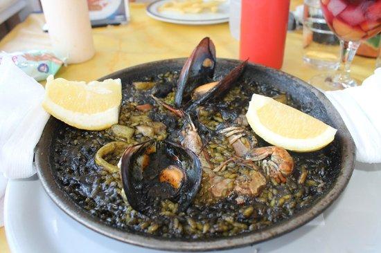 Restaurante Atlantic : Black paella.Tastes better than it looks!