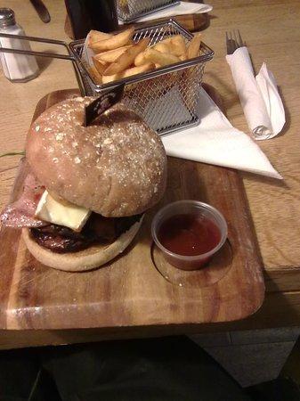 The Wheatsheaf: the burger