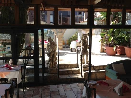 Limelight Taverna: вид на внутренний дворик