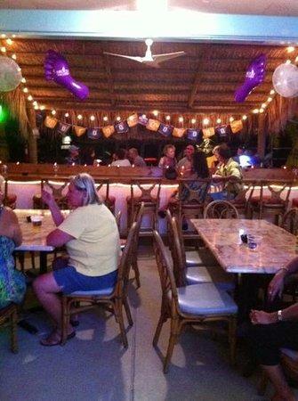Barefoot Tiki Bar: Fun on a Saturday night....