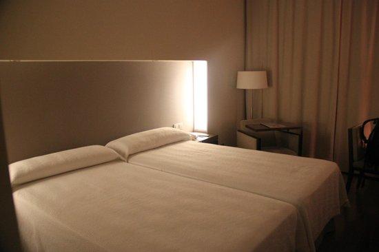 NH Sevilla Plaza de Armas: Room
