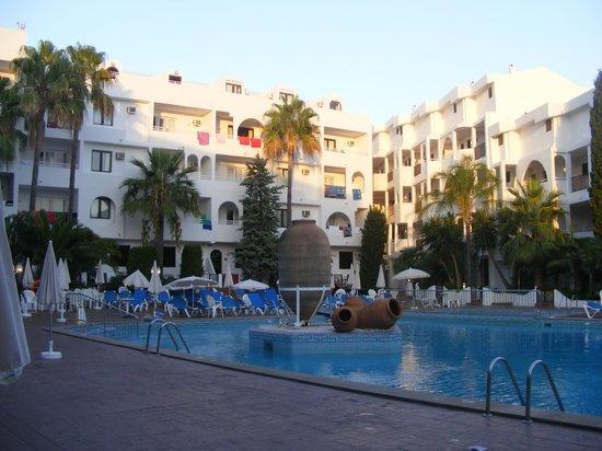 Sol Cala d'Or Apartamentos: Pool at sunset