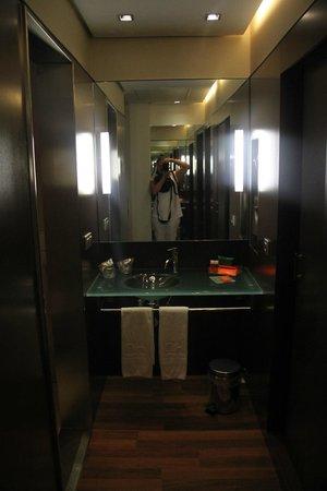 NH Sevilla Plaza de Armas: Bathroom