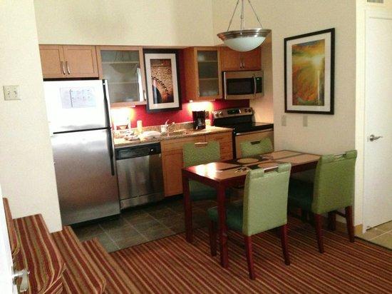 Residence Inn St. Louis Galleria: Kitchen Area