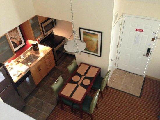Residence Inn St. Louis Galleria: Overlooking Kitchen from Loft