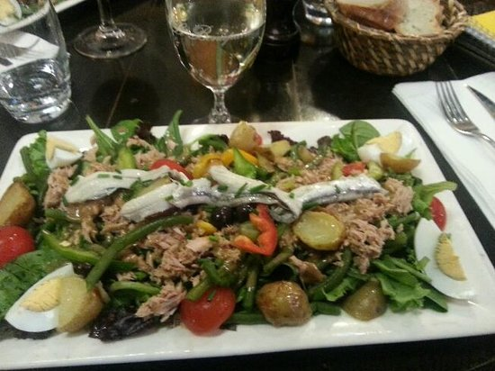 Cafe Bonaparte: Nicoise salade with Anchovy