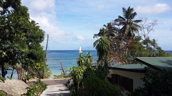 The Beach House: Возле виллы
