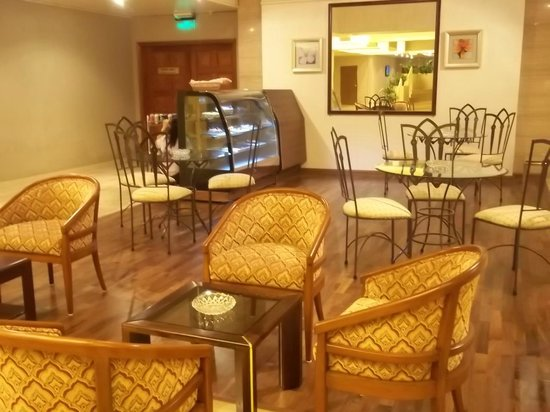 Mercure Grand Hotel Doha: cafe
