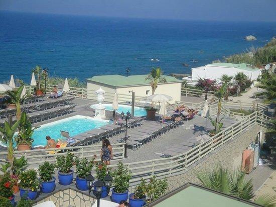 Baia delle Sirene Park Hotel: le piscine e il solarium