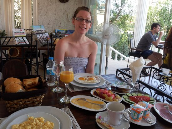 Conny's Hotel: Breakfast at Conny's!