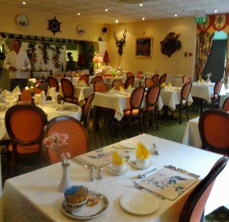 Quarterdeck Hotel: Breakfast room
