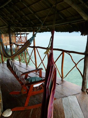 Yandup Island Lodge: Hammocks and chair