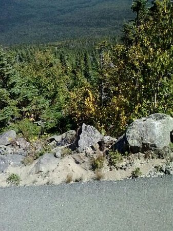 Mount Washington Observatory Weather Discovery Center: view edge road