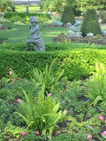 The Castle at Skylands Manor: Botanical gardens