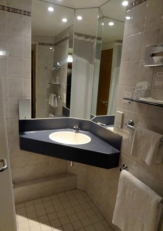 Holiday Inn Express Southampton M27 Jct 7: Bathroom